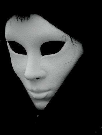 La maschera e la verità